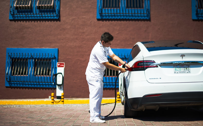 Tesla chooses El Cid as the first destination charging in Mazatlán